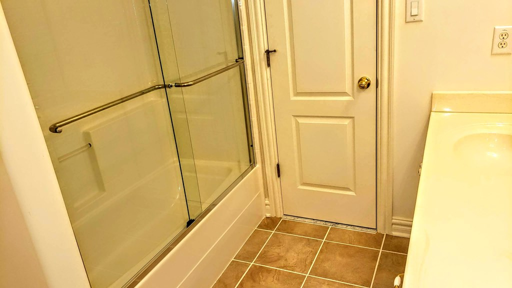 Heavy glass doors for tub surround